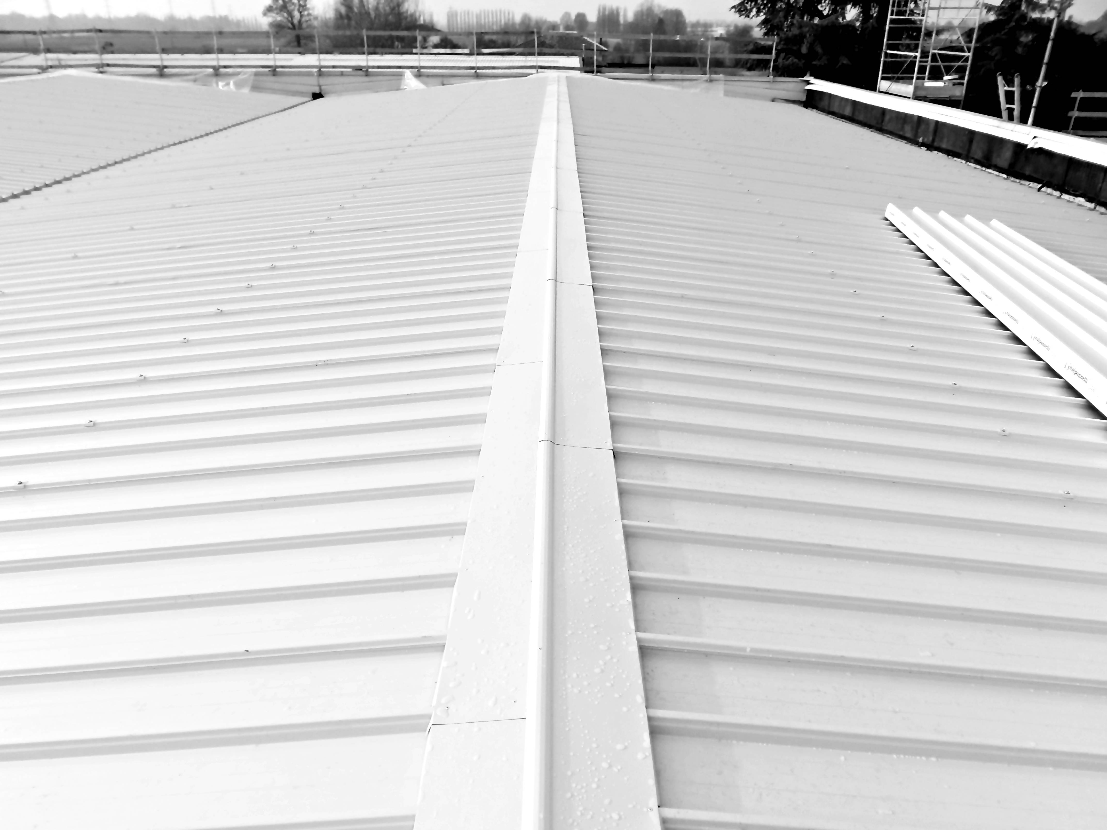 tetto con tubi smaltimento amianto