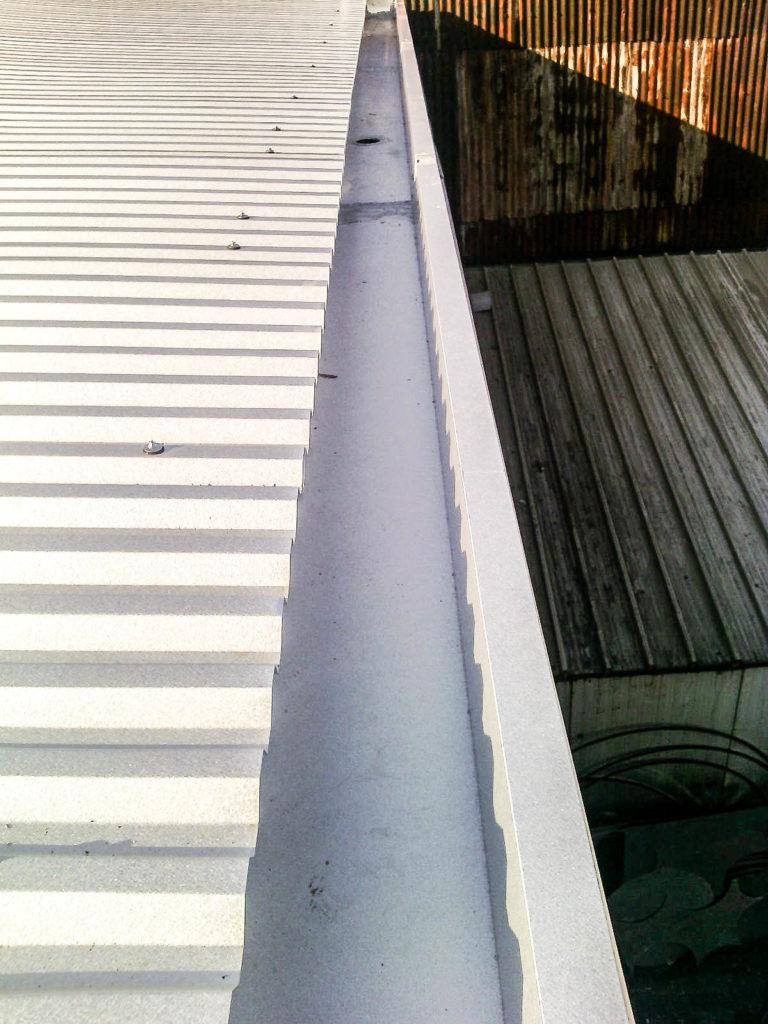 particolare tetto smaltimento amianto